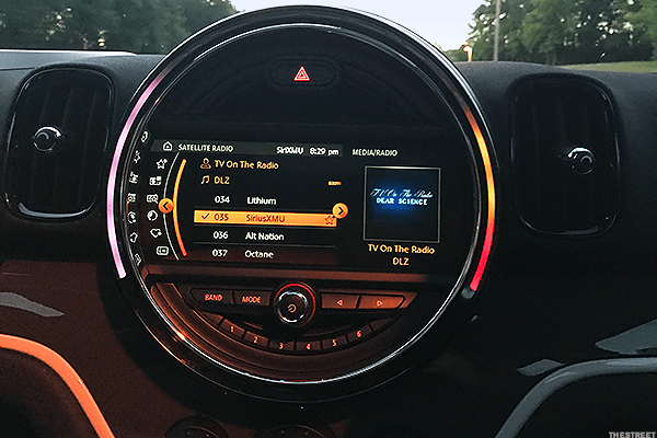 The Countryman really pumped us up during a nighttime drive. When the sun goes down, the car basically transforms into a mini nightclub. With satellite radio to set the right tune and lights that change color with the music, we felt like we should be out dancing somewhere into the wee hours of the morning.