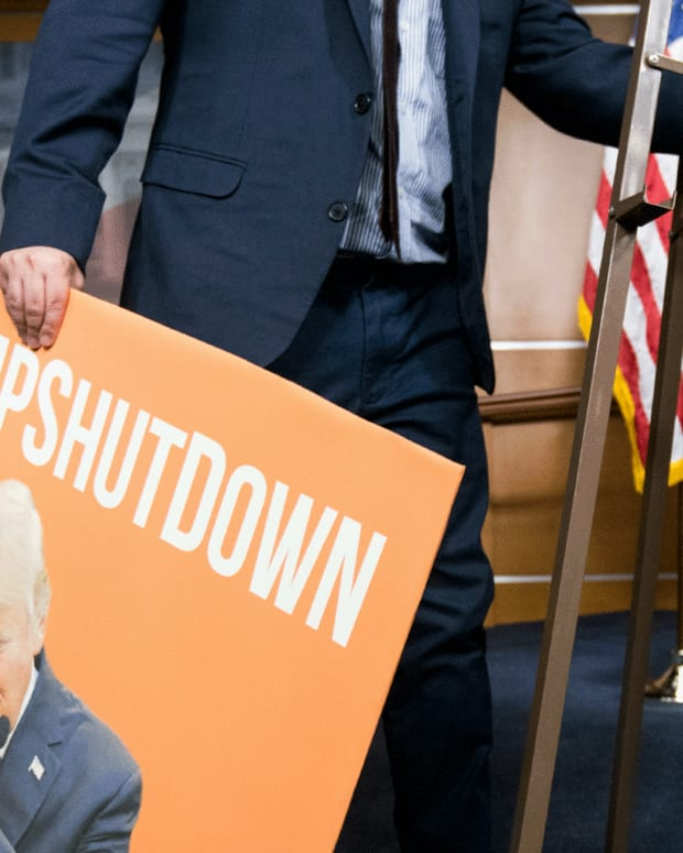 Government Shutdown Hits Day 6; Trump Vows 'Whatever it Takes' For Wall Funding