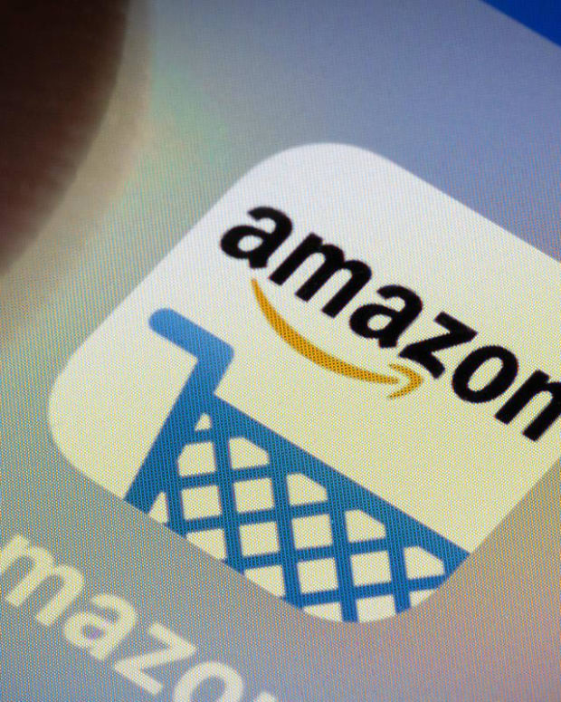Amazon Slumps After Q3 Sales Miss, Tepid Holiday Outlook as FAANG Gloss Fades