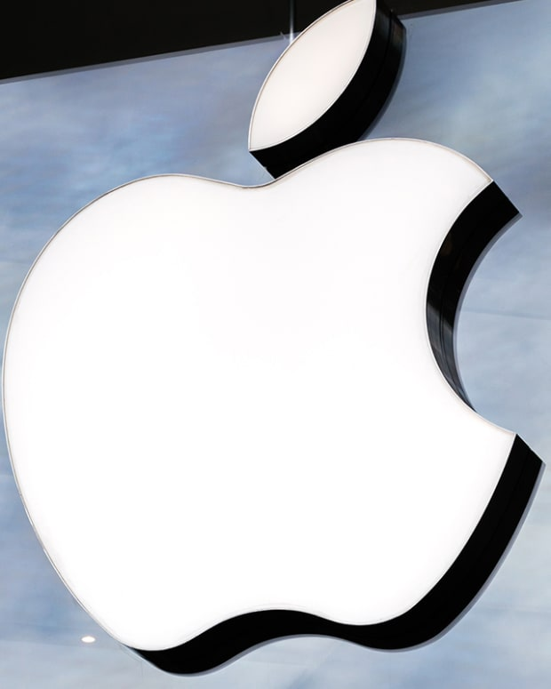 What to Watch When Apple Reports Earnings