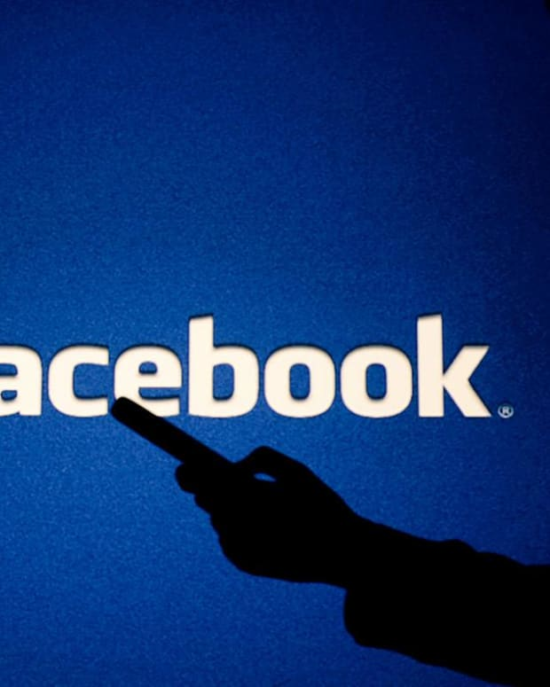 Why Jim Cramer's Concerned About Facebook's Outage