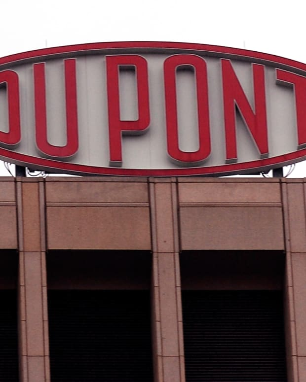 What is the Impact on Investors of DowDuPont's Reverse Stock Split?