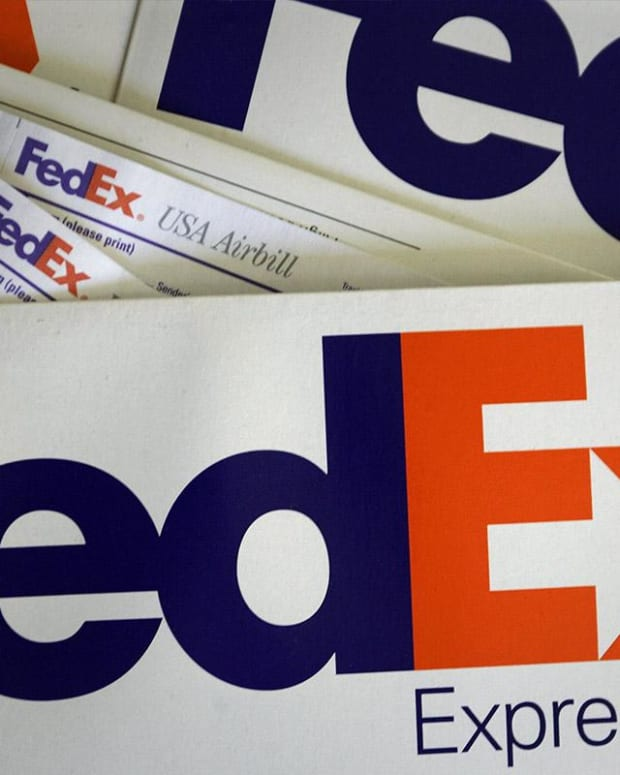 Why Jim Cramer Doesn't Think That FedEx Is an Economic Bellwether