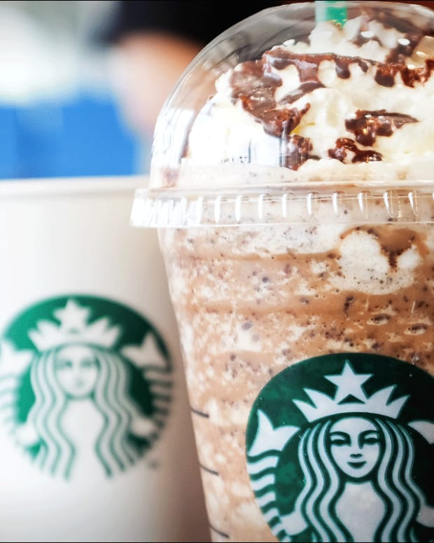 Starbucks Sales Estimates Raised at Cowen After Firm Meets With Management