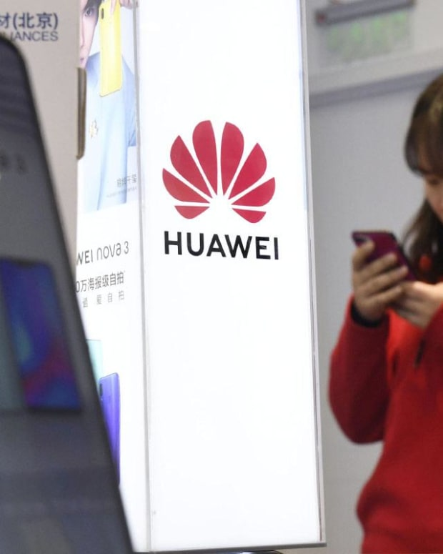Why Jim Cramer Doesn't Think That Apple Will Buy Huawei's Chips