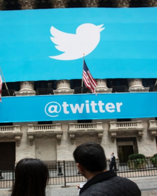 Why Jim Cramer Thinks That Twitter Is a 'Must Buy' Despite Stock's Tumble