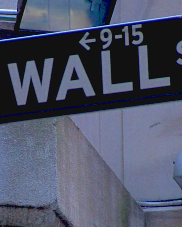 Wall St. Waits on Apple Earnings, Chipotle Crushes, Cramer's New Buy