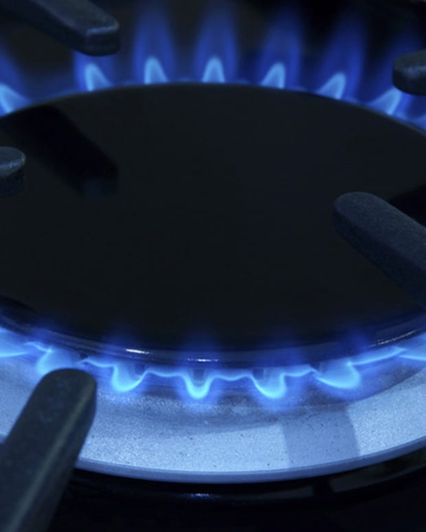 Gas Natural Sale Sidelined Until CEO Lawsuit Resolved