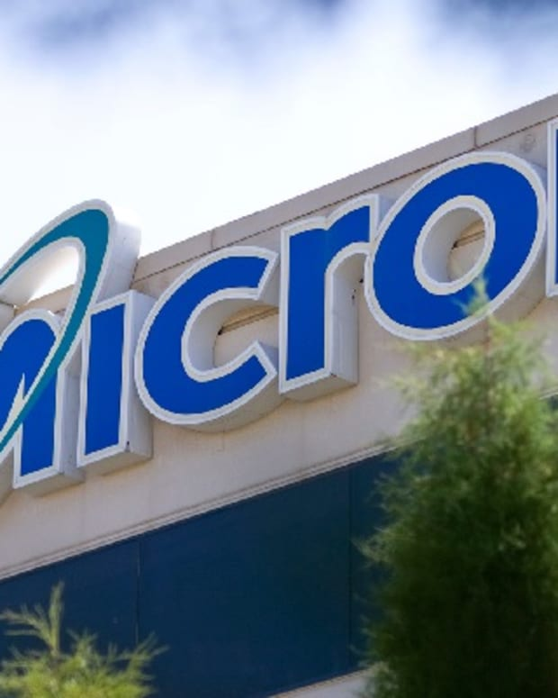 Micron Soars on New Supply Agreement, Twitter Tanks on Government Meddling: Tech Winners & Losers