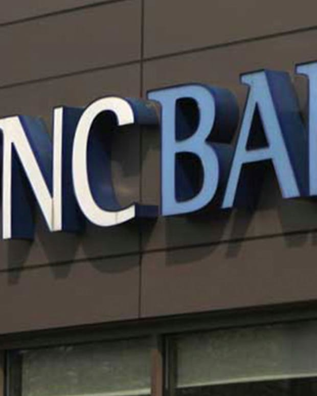PNC, SunTrust Gain as Dow Drops 278 Points on Massive Sell-Off