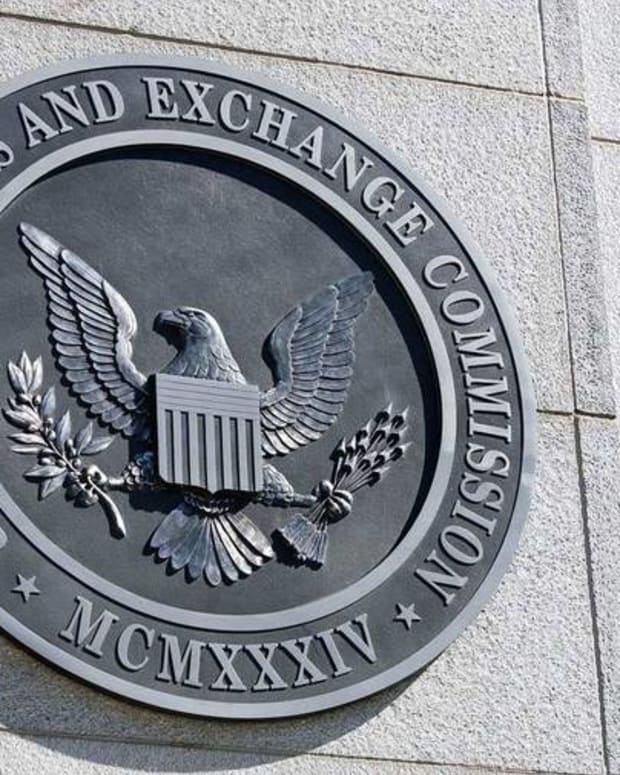U.S. Isn't Ready for Next Financial Crisis Says Former SEC Commissioner