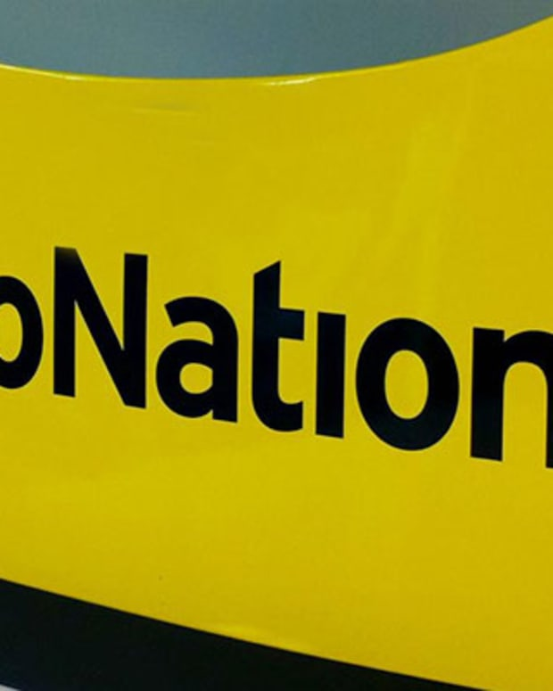 Are AutoNation Investors About to Hit the Brakes?