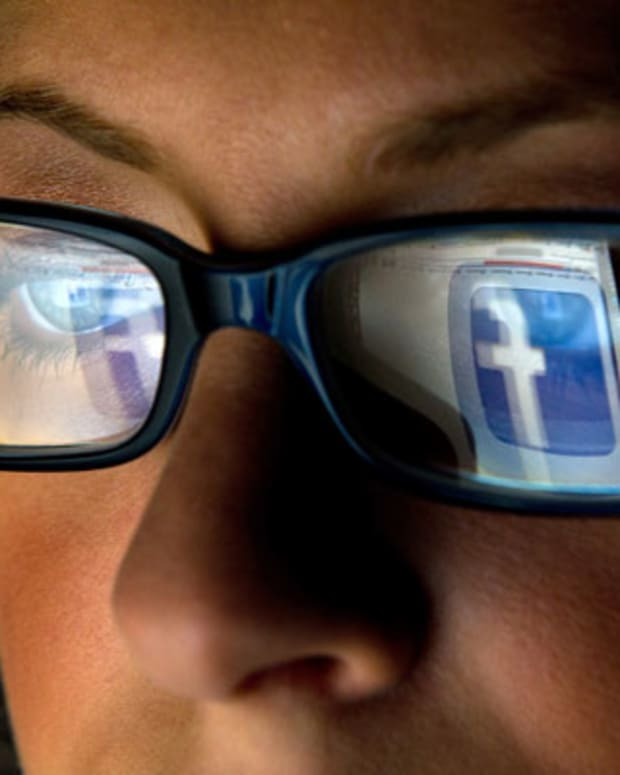 Facebook and LinkedIn Slapped on The Wrist for Privacy