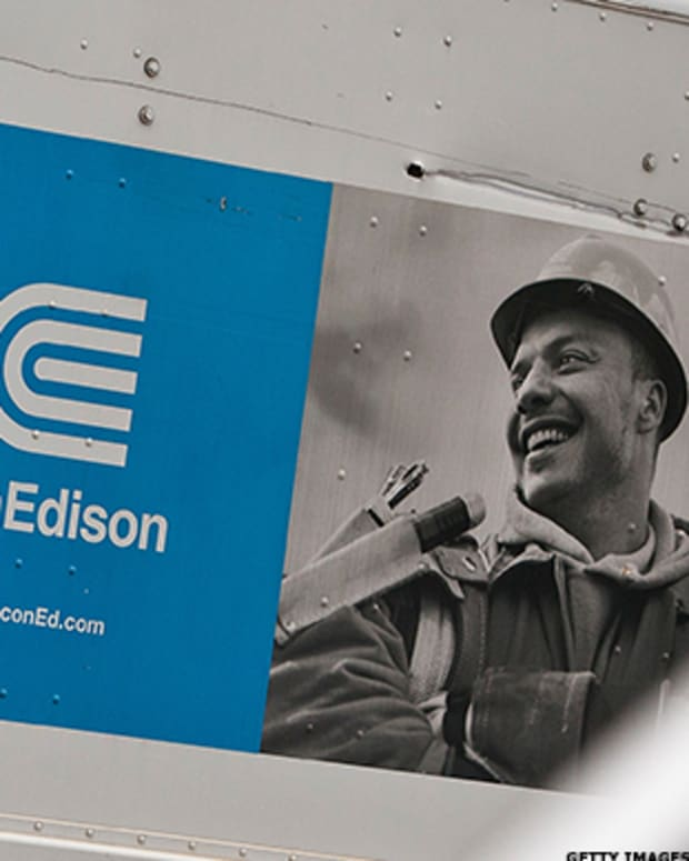 Consolidated Edison, Tanger Factory Outlet, Palo Alto Networks: 'Mad Money' Lightning Round