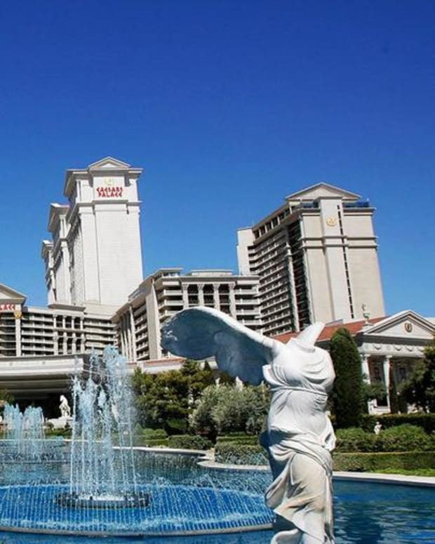 Caesars Shares Slide on Bankruptcy Ruling