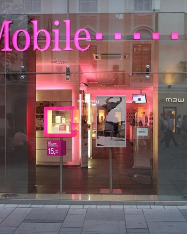 T-Mobile Targets Verizon With #GetOutofTheRed Limited Time Offer