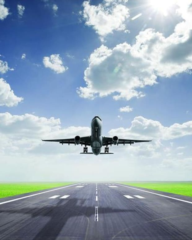 Jim Cramer Reveals When to Buy Airline Stocks