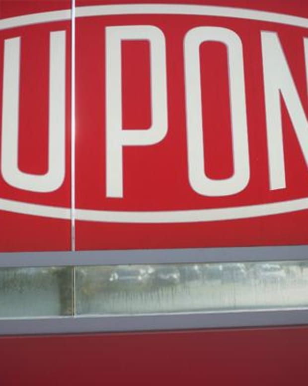 Dupont Beats Fourth-Quarter Estimates, Cautions on Dow Chemical Merger Costs