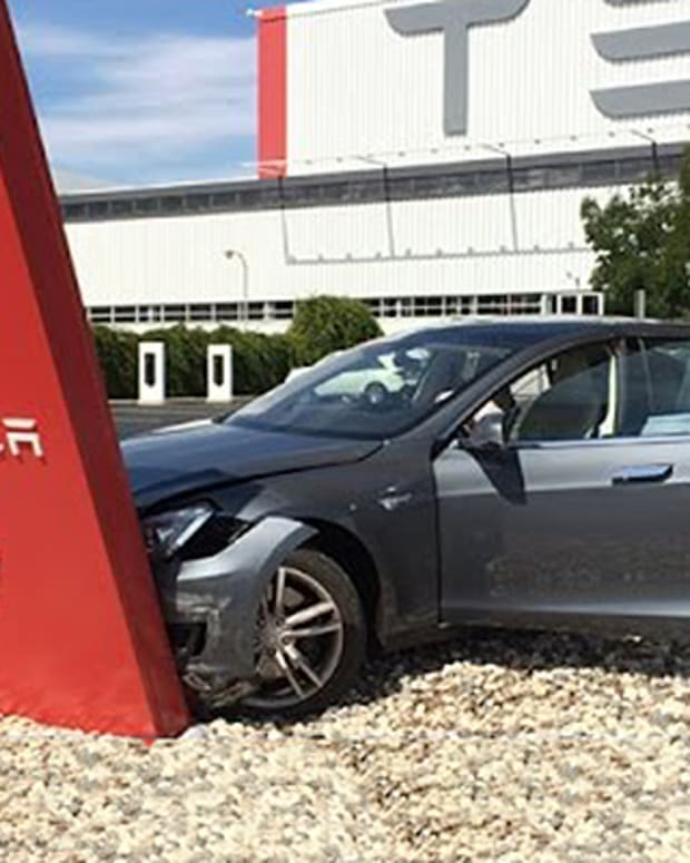 Goldman Sachs Sees Tesla Crashing 28%; Jim Cramer Comments