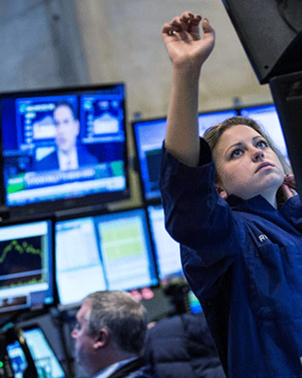 Dow on Track to Extend Record Run, Nasdaq Down in the Dumps