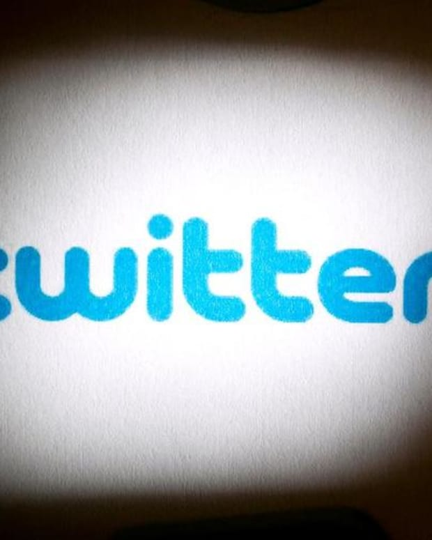 Midday Report: Twitter Sells Off on Worries Over User Growth; Wall Street at Intraday Records