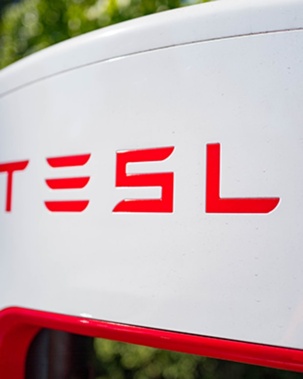 Recurring Technical Shadow Over Tesla Shares