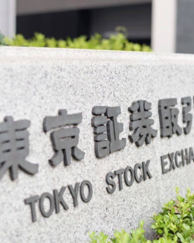 Japan Stocks Set to Gain After Abe and Trump Compared Swings