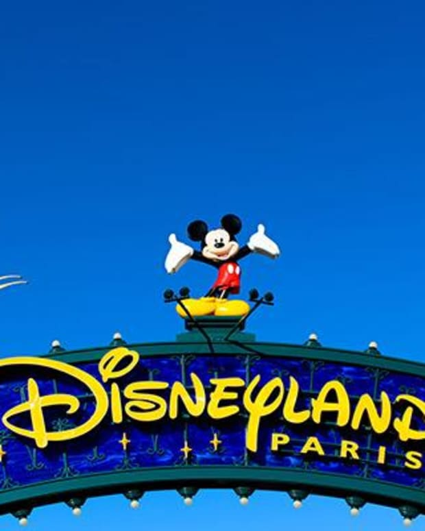 Disney to Delist its Struggling Paris Theme Park