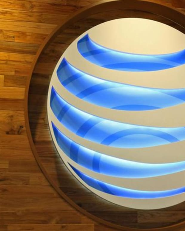 Watch: Jim Cramer Reacts to AT&T's Massive TV Subscriber Losses
