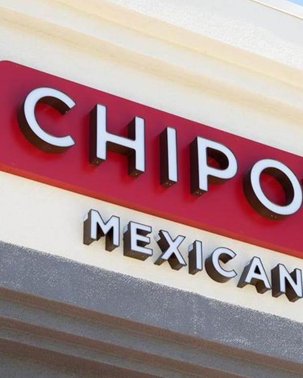 Chipotle Cuts Fourth-Quarter Earnings, Sales Guidance