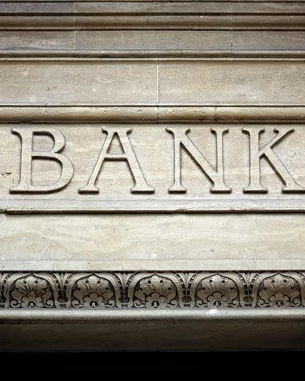 Why One Market Watcher Is Staying Long Bank Stocks