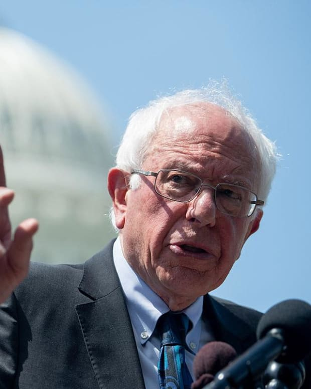 Sanders Only Democratic Candidate to Criticize Federal Reserve on Interest Rates