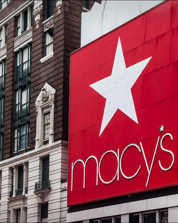 Is Macy's a Buy Despite Earnings Tumble?