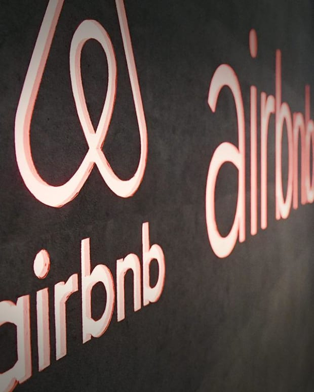 Airbnb COO Johnson to Step Down Before Expected IPO, Will Join Board in 2020