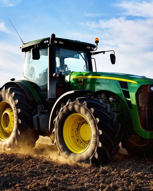 Oh Deere: When to Buy the Post-Earnings Dip