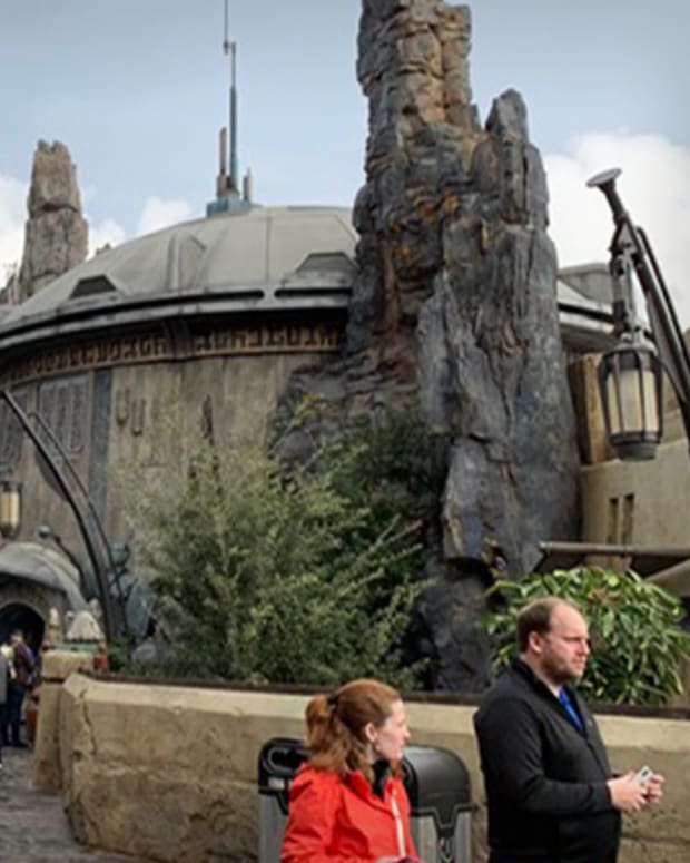 Star Wars Land at Disney Lead
