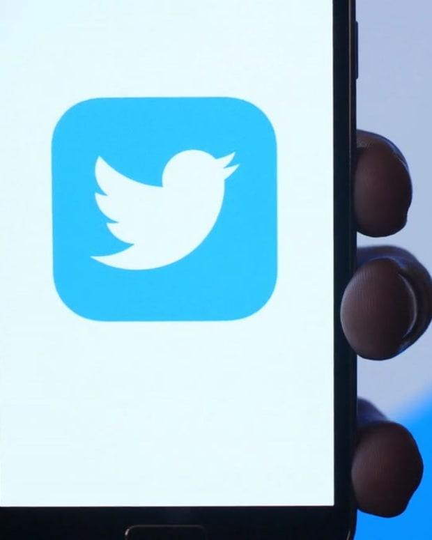 videoblocks-twitter-social-media-app-icon-on-mobile-smartphone-device_rf2m0dohe__D