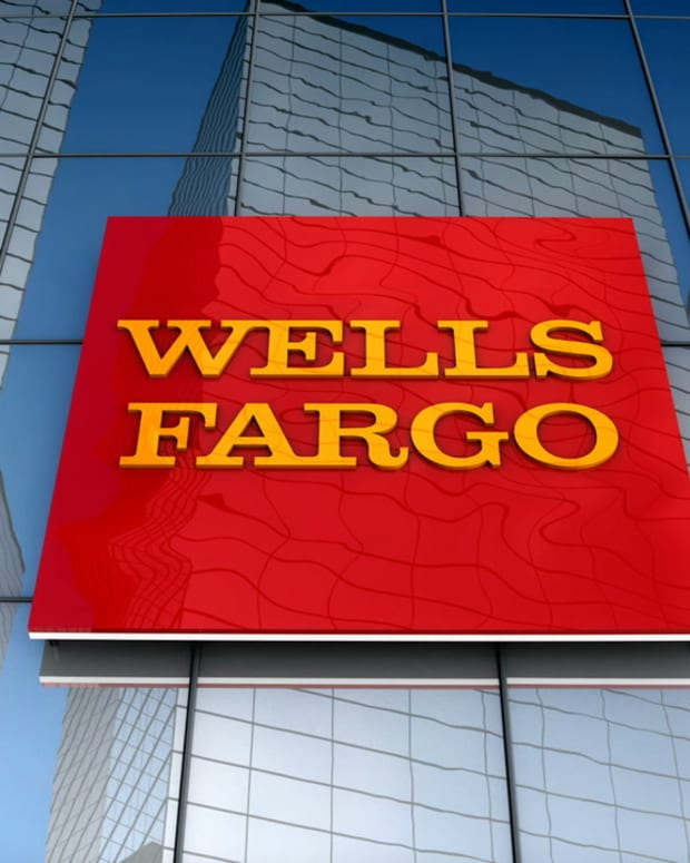 videoblocks-editorial-wells-fargo-logo-on-glass-building_hwdor5idz__D