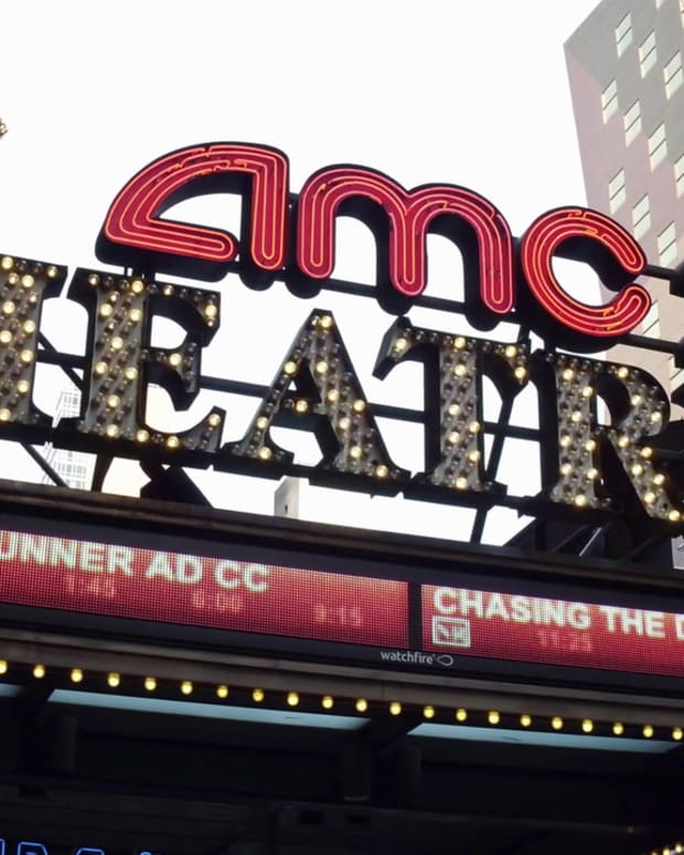 videoblocks-amc-theaters-exterior-lighting-in-downtown-new-york-city-4k_bjh7u-lapz__D