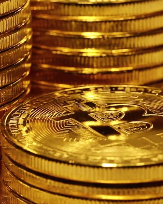 videoblocks-crypto-currency-gold-bitcoin-btc-bit-coin-macro-shot-of-bitcoins-blockchain-technology-bitcoin-mining-concept_hvfudfphkm_1080__D