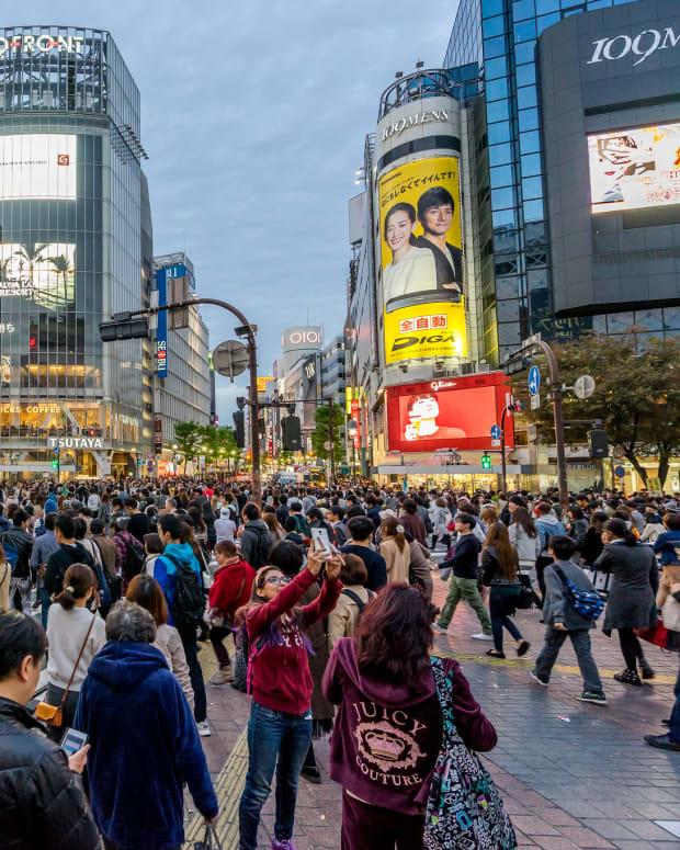 Crowds at Shibuya crossing, Tokyo.