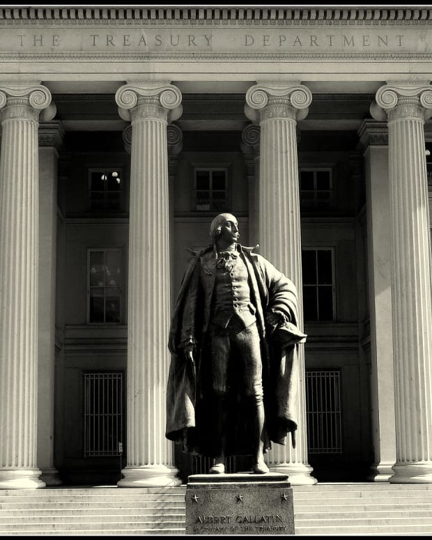 Photo of US Treasury Department building.