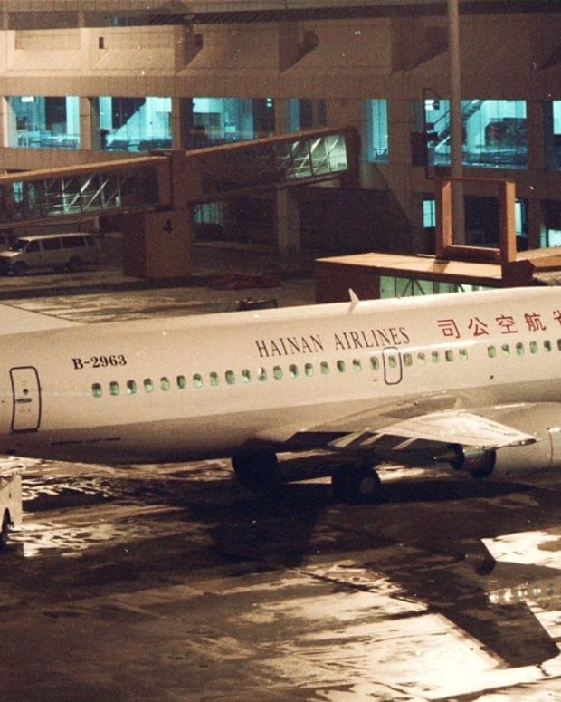 A Boeing 737 aircraft of Hainan Airlines at Hong Kong's old Kai Tak airport on November 3, 1996. Photo: SCMP