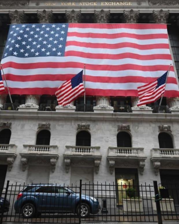 Coronavirus: US Stocks Rise On Massive Stimulus Plan, Defying Record Jobless Claims