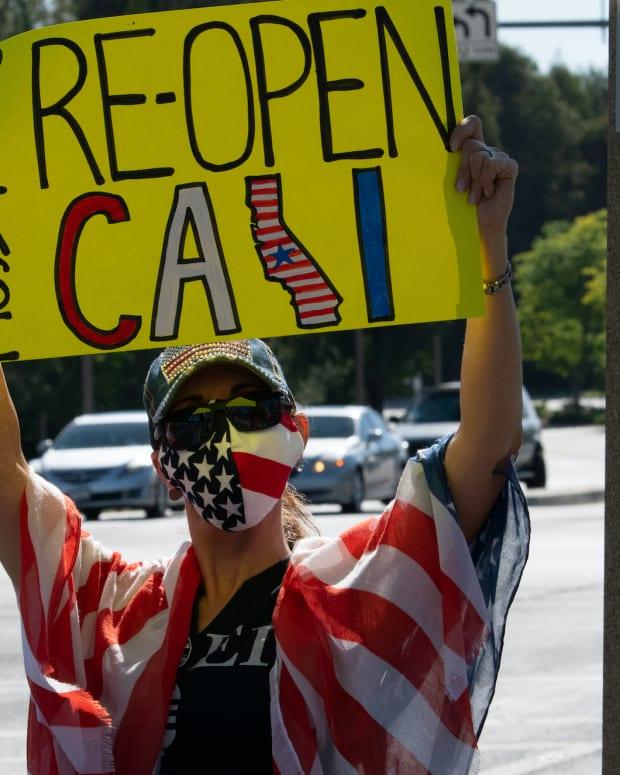 protest reopen california Robert V Schwemmer : Shutterstock