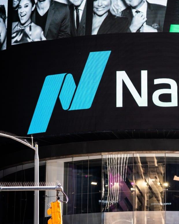 Nasdaq-Money-SOPA-Images