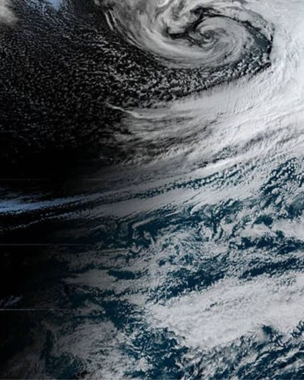 Satellite photo showing a river of moisture extending from Hawaii to Calfiornia, Oct. 24, 2021. NOAA