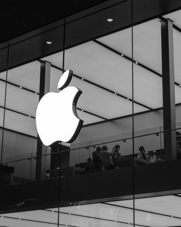 Apple Store B&W