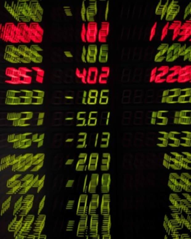Hong Kong Stocks Complete Longest Losing Streak In 10 Weeks On Casino Slump, US Rate Outlook