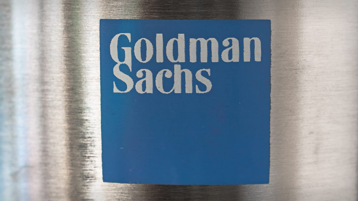 5 Top Stock Gainers for Monday: Goldman Sachs, Apple